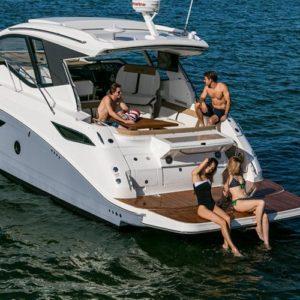Motor boat tour in Barcelona